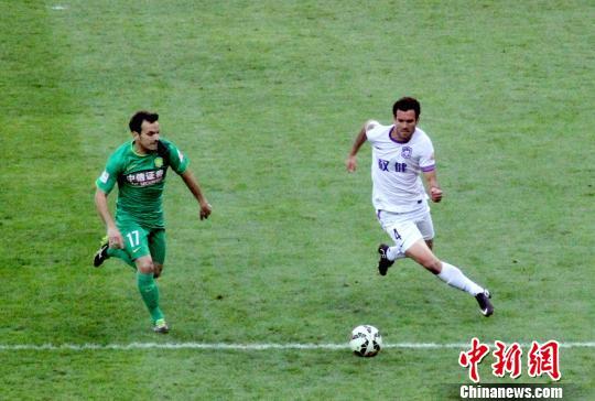 天津泰达4:0大胜北京国安 悲壮保级路赢得关键三分
