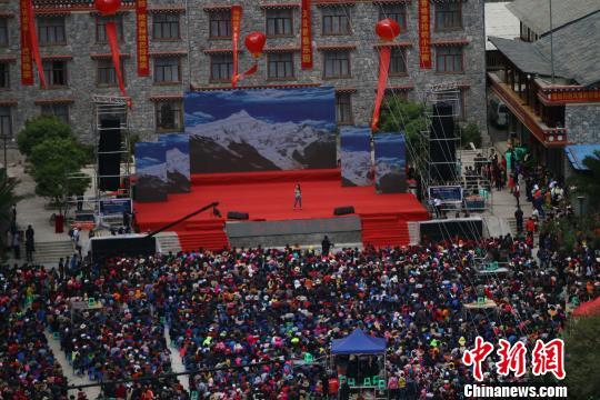 香格里拉巴拉格宗首届音乐节开幕 助推藏区旅游转型升级