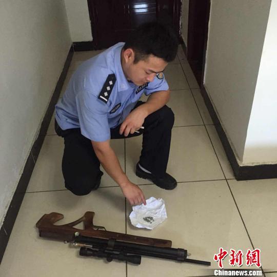 """""""90后""""网购零件组装气枪首次试枪便招来警察"""