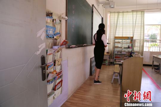云南宾川:瓜香果香书飘香