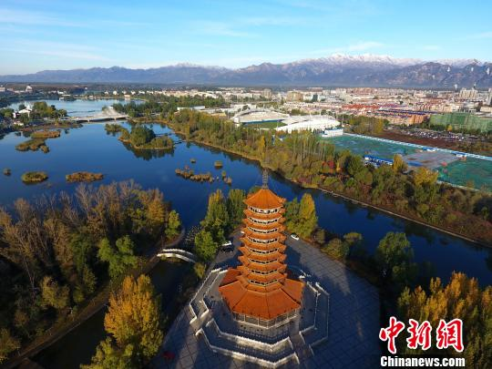 """北京寒气袭人延庆降雪现""""海坨戴雪""""景观(图)"""