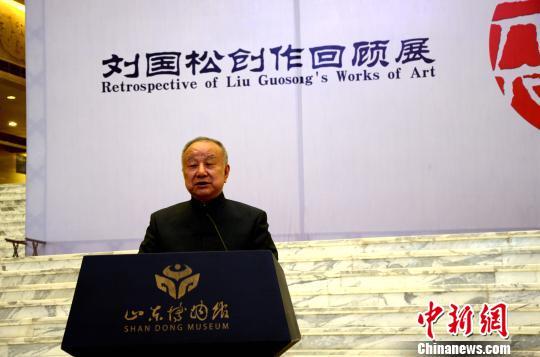 """""""现代水墨画之父""""刘国松先生在山东博物馆讲述半个世纪以来对水墨画的探索历程。 郝学娟 摄"""