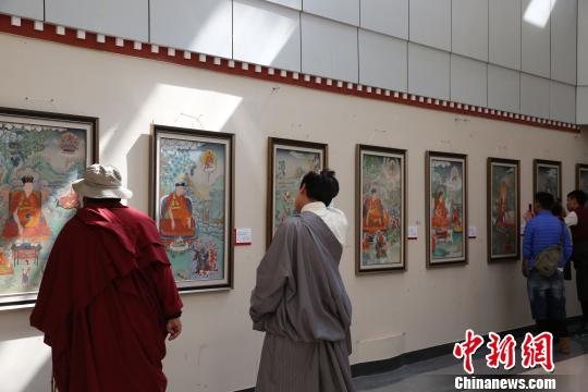 """""""指尖神韵""""——西藏噶玛噶赤派唐卡展在拉萨举行"""