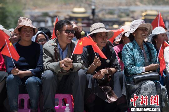 """西藏日喀则市举行系列活动庆祝首届""""民族团结进步日"""""""