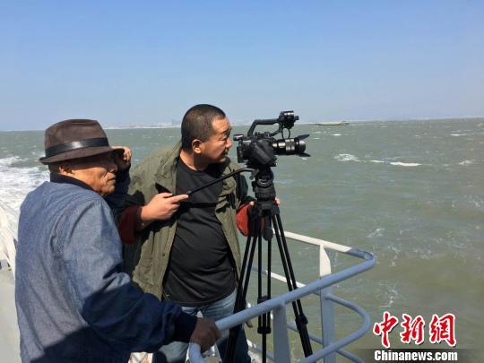 凌峰再拍《八千里路云和月》,关注中国三十年变迁。 受访者供图 摄