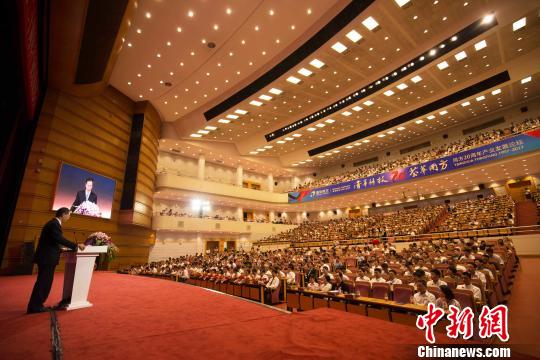 清华大学副校长姜胜耀在近日举行的同方20周年产业发展论坛上,称赞同方股份有限公司是清华产业的排头兵和中坚力量,在成果转换、产业业务、资产增长、产业回报等方面,一直名列前茅。同方供图
