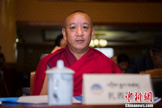 国家一级经师扎西坚参出席研讨会开幕式。 何蓬磊 摄