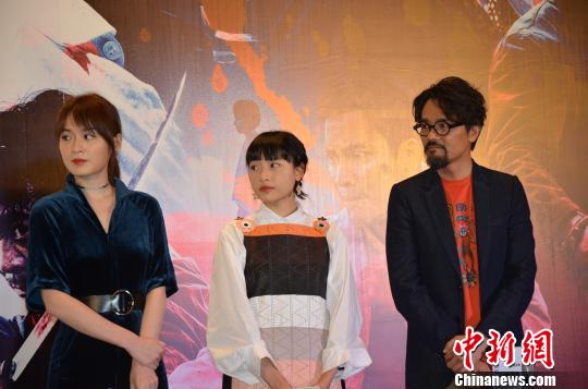 林家栋与蔡洁(左)、陈汉娜(中)现场分享拍摄中的趣事。 李凌 摄