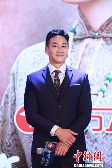 何润东在电视剧《那年花开月正圆》中饰演吴家少东家吴聘。 官方 摄