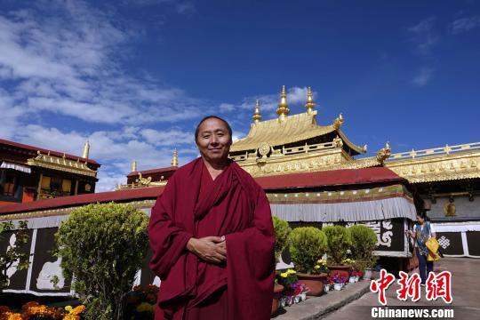 西藏僧人:利寺惠僧的政策就在身边
