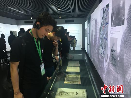 号本青年访华团到访南京大屠杀遇难同胞纪念馆