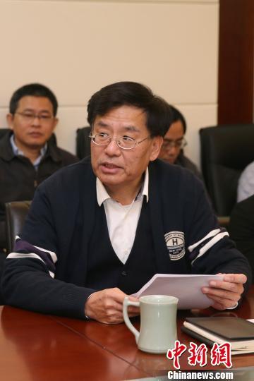 中新社党委书记、社长章新新要求全社深入学习宣传贯彻十九大精神。 韩海丹 摄