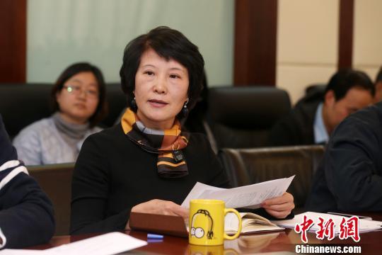 中新社总编辑王晓晖介绍十九大宣传报道工作情况。 韩海丹 摄