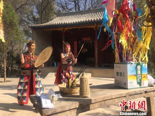 """甘肃临洮村庄传承""""拉扎节""""跳傩舞祭神灵庆丰收"""