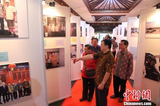 """中国驻印尼登巴萨总领馆举办""""新时代中国""""图片展"""