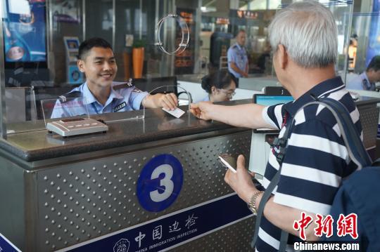 海口边检推四项举措服务59国人员入境免签政策实施