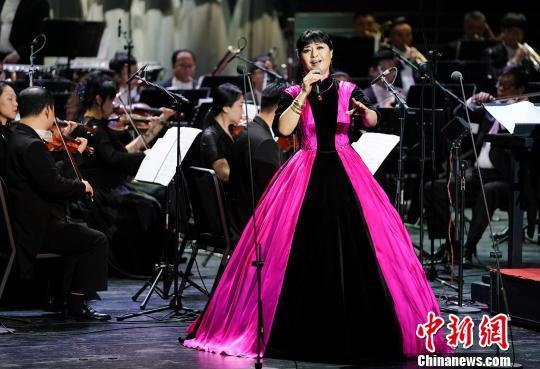 沈湘先生的得意弟子、女高音歌唱家殷秀梅深情演唱《我爱你中国》 杜洋 摄
