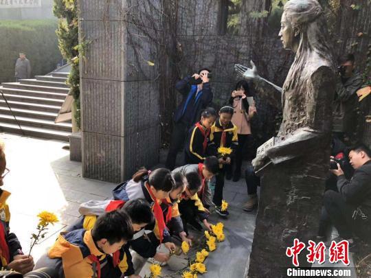 南京各界人士纪念追思华裔女作家张纯如