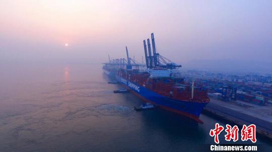 大连港频繁接卸超大型船舶港口接纳能力逐步提升