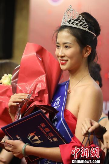 来自中国传媒大学南广学院的卫鑫怡获得江苏赛区冠军称号。 泱波 摄