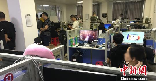 """网络黑客利用漏洞""""截胡""""商家服务费牟利2500余万元"""