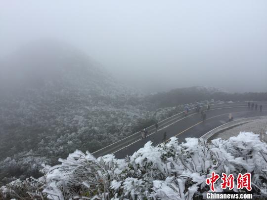 图为大明山旅游风景区内景观。 余江红 摄