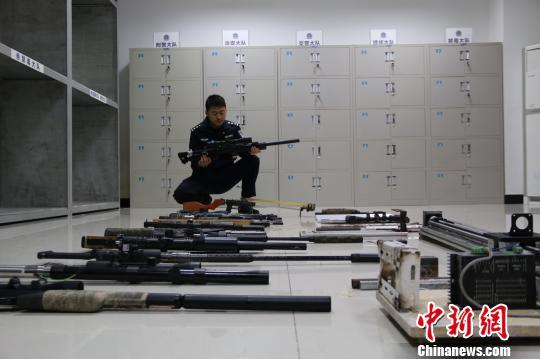湖北建始侦破重大跨省网络贩枪案缴获枪支13支