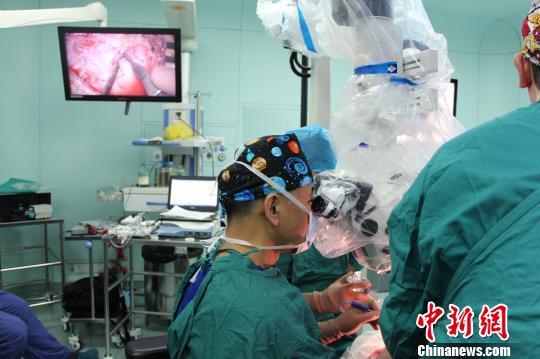 上海医学专家成功实施人工听觉脑干植入