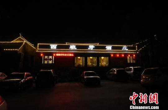 """位于徐州户部山街区的酒庄,总能吸引四面八方的""""好人""""汇聚于此。 朱志庚 摄"""