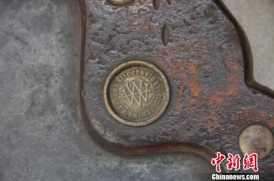 邱汉泉家中现有10把锯琴,其中包括1887年12月生产的的古锯。孙宏瑗 摄