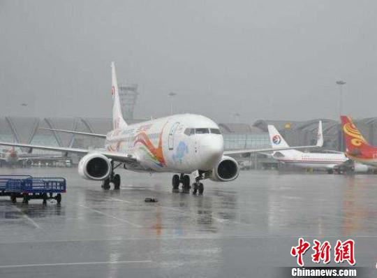 雷暴天气致成都机场50个出港航班延误