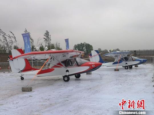 共有直升机、运动类飞机、三角翼等20种机型40架飞机对外展出。 焦颖媛 摄