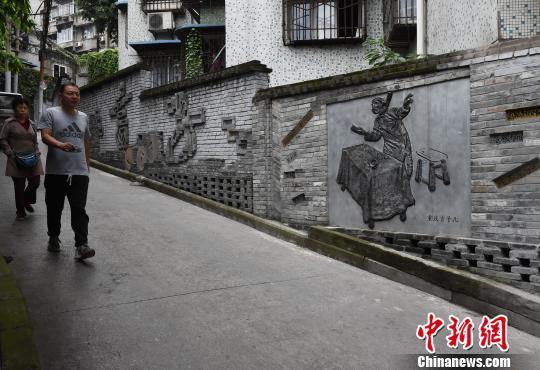 """重庆一老街道现""""重庆方言""""墙"""