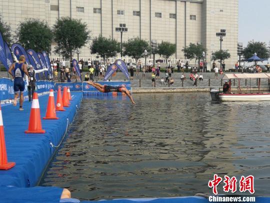 1500米Ů泳比赛现场。 王鹏 摄