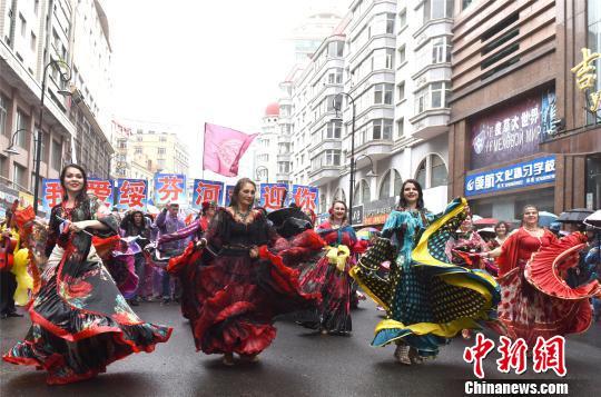 俄罗斯姑娘载歌载舞 绥芬河市委宣传部供图 摄