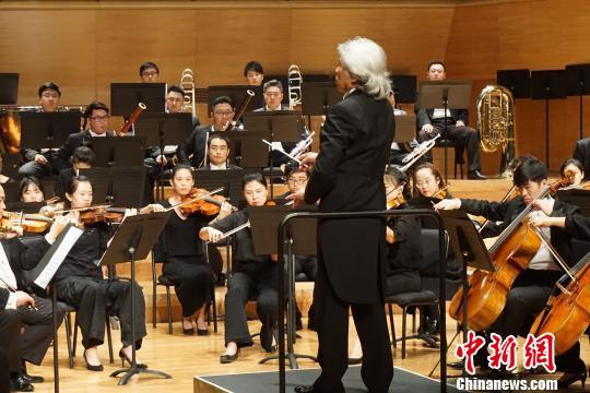 七旬华裔指挥家:音乐是空气的灵魂