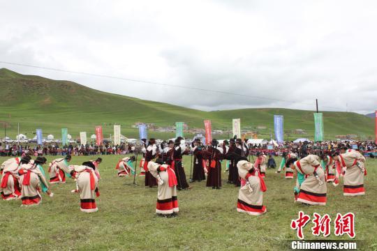 则柔是拉卜楞传统文化的重要组成部分,也是夏河独特的文化资源禀赋,更是中华民族文化宝库里的一块瑰宝。 徐雪 摄