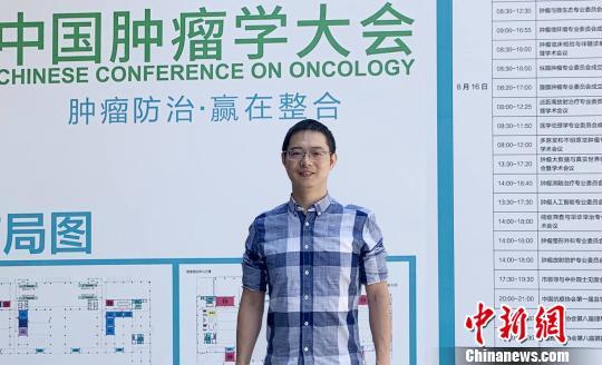 图为重庆医科大学附属第二医院HIFU肿瘤中心副主任医师周��接受媒体采访。 周小凤 摄