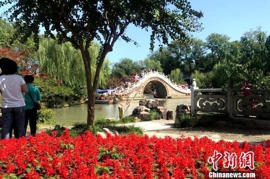 """中外游客追逐月亮下扬州领略""""月亮城""""文化魅力"""