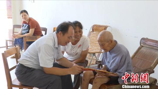 图为广西贺州百岁老人钟兆炳。 陈健悦 摄