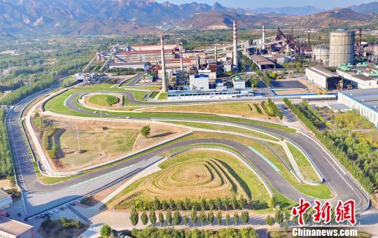 """""""钢铁赛道""""亮相秦皇岛,最高设计时速约为272公里每小时。 曹建雄 摄"""