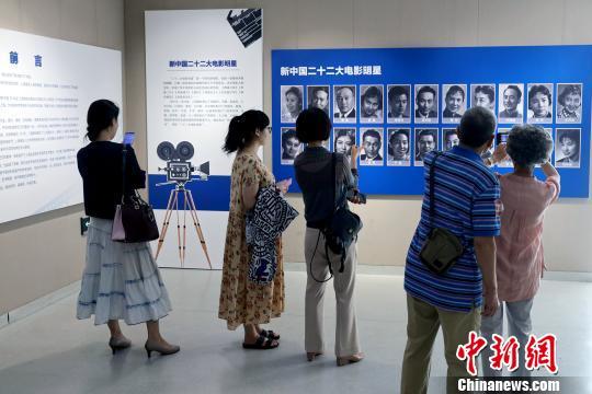 """""""礼赞新中国70华诞·上海电影成果巡礼""""。 蔡晴 摄"""