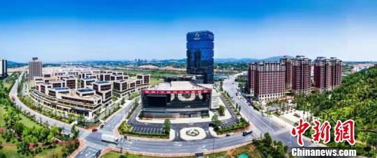 """""""中国动力谷""""大厦远景图。 株洲市委宣传部供图 摄"""