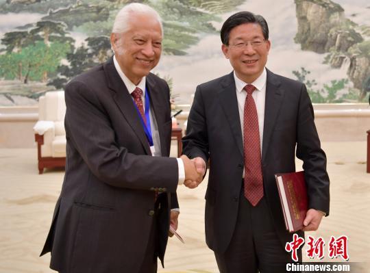 王东峰对前去参与第十届天下汉文传媒论坛的汉文媒体代表暗示强烈热闹欢送。 翟羽佳 摄