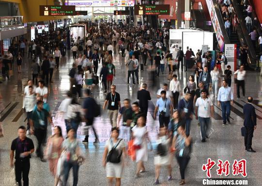 第126届广交会开幕 中企出实招稳外贸订单
