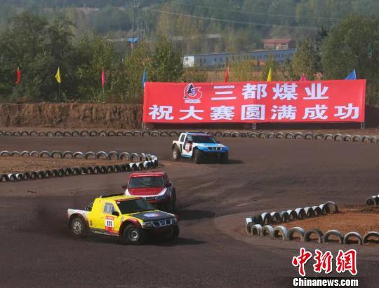 """全国300余名赛车手山西大寨上演""""速度与激情"""""""