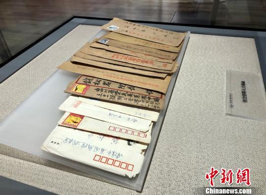 钱松喦与友人往来的书信。 孙权 摄