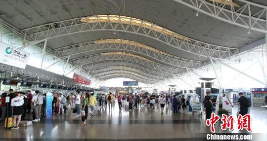 图为宁波机场。 黄跃光 摄