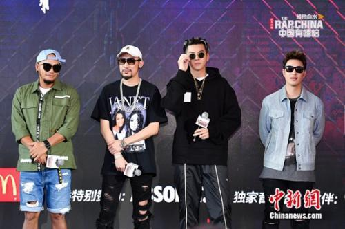 从左至右:张震岳、热狗、吴亦凡、潘玮柏