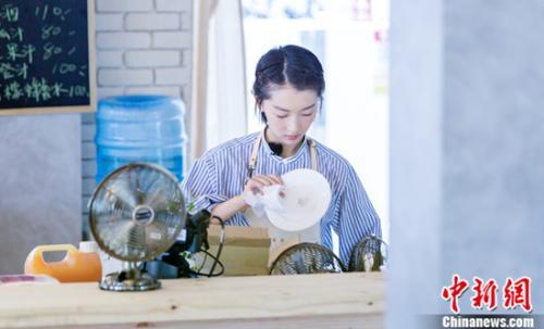 """《中餐厅》开业首日争执不断,赵薇黄晓明""""互怼""""升级加料"""